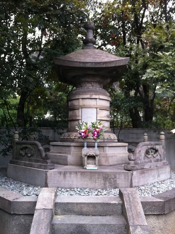 Ietsugu's grave today....