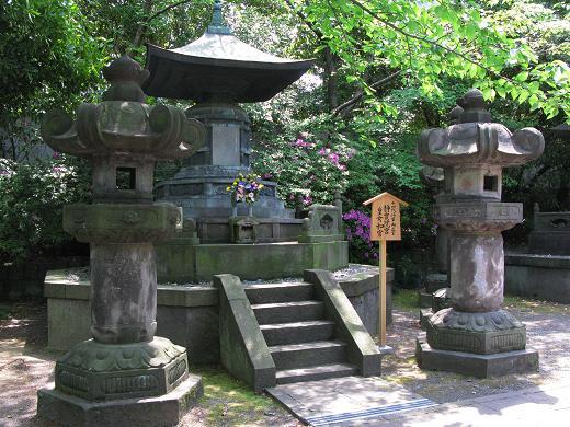 tokugawa_ienobu_grave