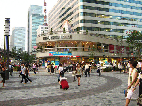 Today Yurakucho is boring. It's Ginza's embarrassing  little sister.