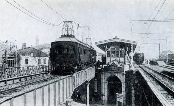 Even in the old days, the elevated train has been part of the scenery.