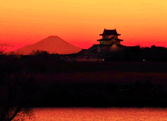 The Tone River flowing past Sekiyado Castle in Chiba Prefecture. Notice Mt. Fuji in the background.