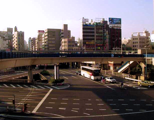 Thanks to the Showa Era, this is the Iidamachi Bridge (Iidabashi).  Gross.