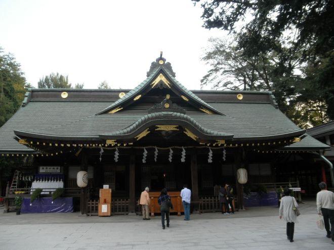 Ōkuni Shrine in Fuchū in the Tama Region. Ōkuni Tama no Mikoto isn't enshrined here per se, but this is most definitely a Kuni Tama, a Shintō tutelary deity of a Province.