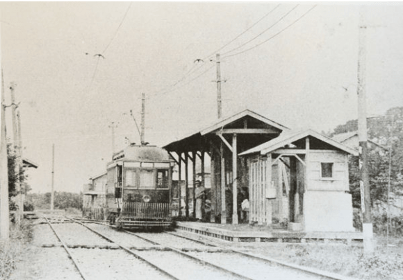 """A rare photo of Chōfu Station in 1914. Modern Chōfu Station exists on to the shopping street/sandō leading to Fudatenjin Shrine (mentioned in the previous article). The spelling of Fuda for the shrine is 布多 - """"cloth abounds."""""""