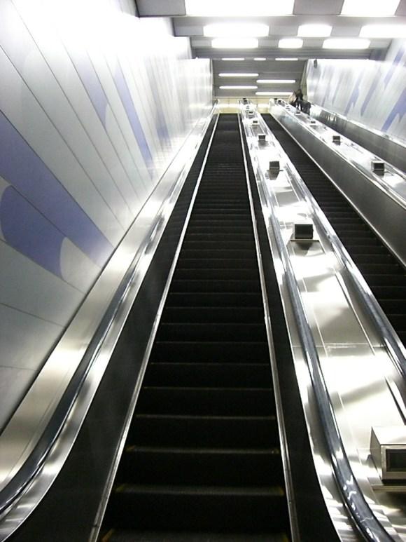 Oedo Line elevator