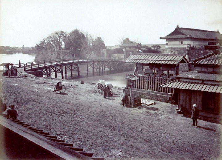 In this awesome picture of Tokiwabashi (bridge) and Tokiwabashi Go-Mon (gate), you can see the large kosatsuba. This was also one of the 6 main kosatsuba of Edo.
