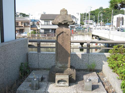 hitobashira grave