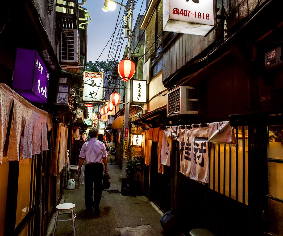shibuya walking tour drunkers alley
