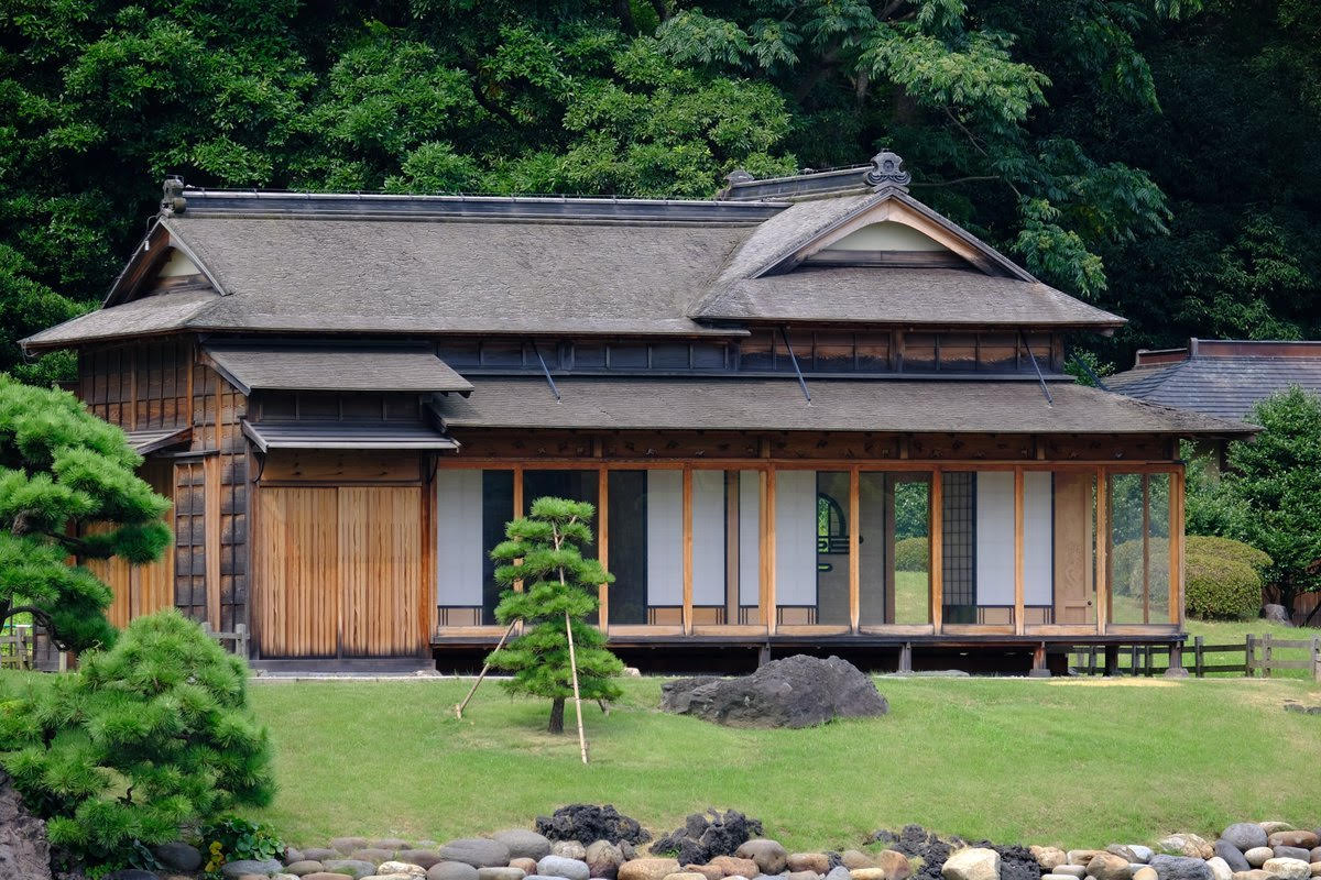 traditional architecture tour