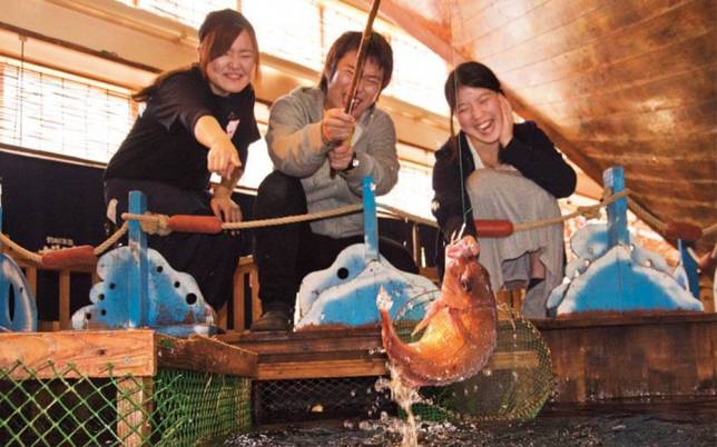 03-This-Japanese-Restaurant-Lets-Guests-Fish-for-Their-Own-Dinner-Courtesy-Zauo-ft