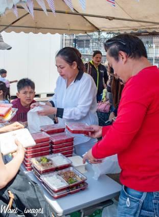 Dahil whole day ang program nandyan din ang mga stalls na nagbebenta ng lunch packs