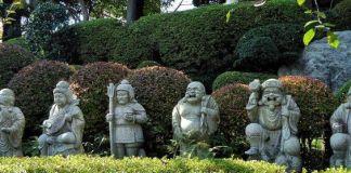 Shichifukujin, los siete dioses de la fortuna y la felicidad de Japón. Jardín del templo Tokyo Daibutsu