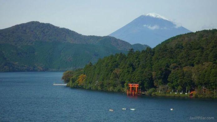 El Monte Fuji visto desde el lago Ashi