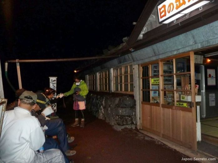 Guía para subir al Fuji. Refugio en el camino hacia la cima (japon-secreto.com)