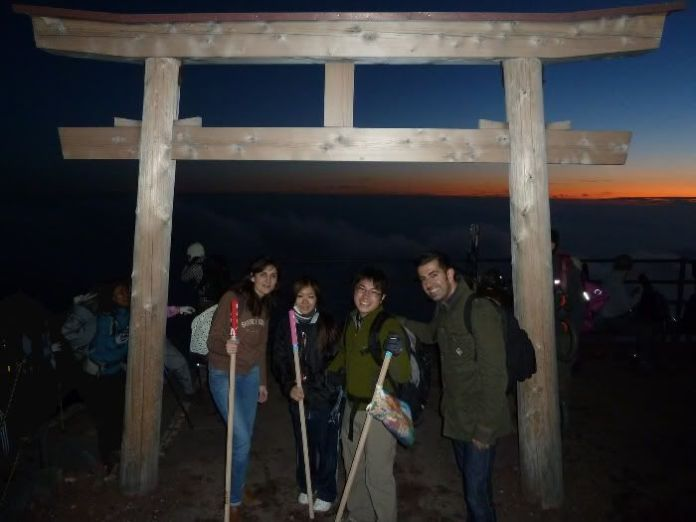 A punto de llegar a la cima del Fuji