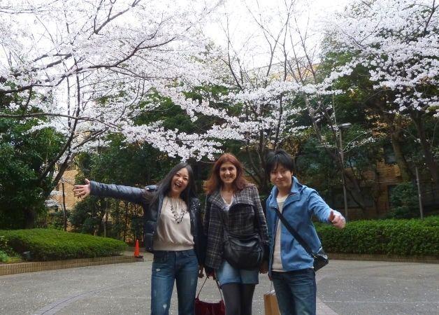 Pilar con Mikiko y Hiroyuki en la primavera de Tokio (Japón, 2012)