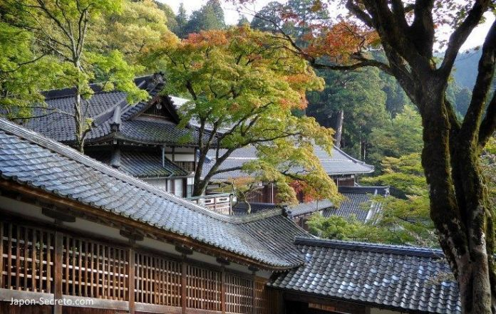 Otoño en japón. Eihei-ji, un templo secreto del budismo zen oculto cerca de Fukui (Japón)