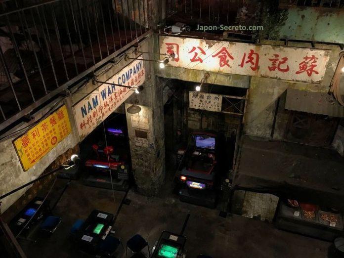 Sala de videojuegos Anata No Warehouse de Kawasaki, ambientada en los callejones de Kowloon (Hong Kong)