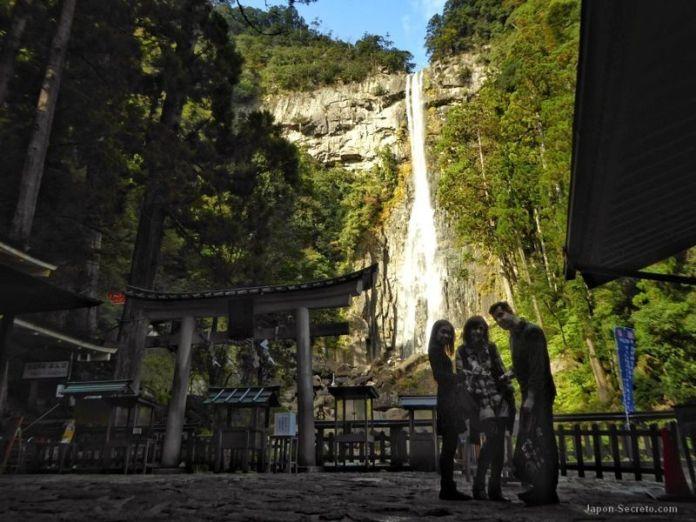 En la cascada de Nachi con nuestra amiga japonesa Mana en 2016