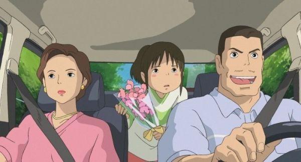 """En el coche, hacia su nueva vida. """"El Viaje de Chihiro"""" (""""千と千尋の神隠し"""", 2001)"""