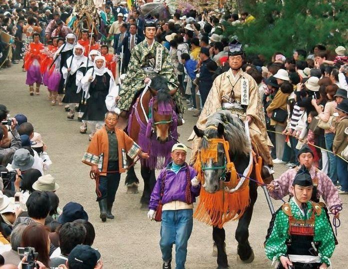 """Festivales de Japón: el """"Haru No Fujigawara Matsuri"""" (春の藤原まつり) o """"Festival de Primavera de Fujigawara"""", en Hiraizumi (平泉町)en la prefectura de Iwate."""