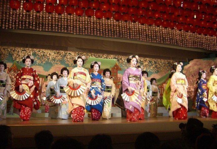 Festivales de Japón: el Kamogawa Odori (鴨川をどり), un espectáculo de danza celebrado cada primavera en el distrito de geishas de Pontochō