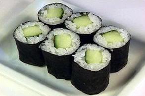 Kappa maki o sushi de pepino que recuerda a los kappa