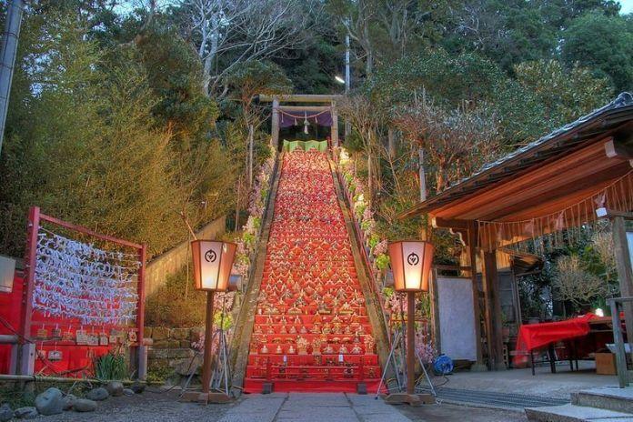 Festivales de Japón: el Katsuura Big Hinamatsuri, un festival en el que puede verse un montaje de Hinamatsuri de 1.800 muñecas