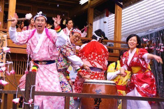 Festivales de Japón: el Katsuyama Sagichō Matsuri (左義長まつり) en Katsuyama (勝山市), al suroeste de la prefectura de Fukui