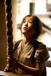 """Chiyo decider rezar y pedir ser una geisha. """"Memorias de una Geisha""""(""""Memoirs of a Geisha"""", 2005)"""