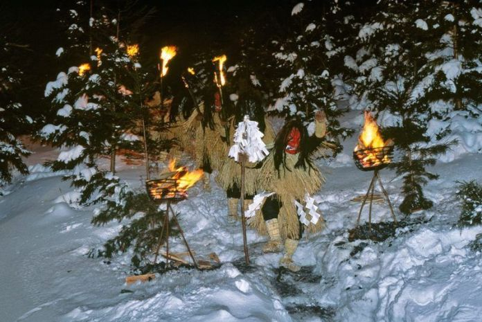 Procesión de antorchas durante el festival Namahage Sedo Matsuri de febrero, en Oga (prefectura de Akita)