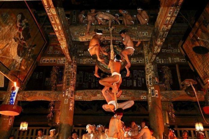Festivales de Japón: el festival de desnudos Nanokado Hadaka Mairi, en Yanaizu (Fukushima)