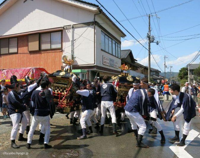 Festivales de Japón: el Ohashiri Matsuri, un extraño festival japonés celebrado a mediados de abril en la ciudad de Yabu, en la prefectura de Hyōgo