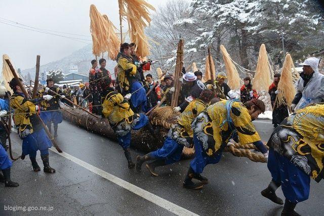 Festivales de Japón: ritual yamadashi del festival onbashira, el más peligroso de Japón