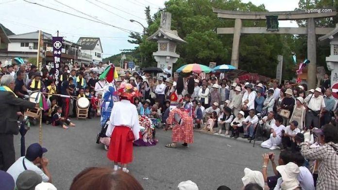 Festivales de Japón: el Ōyamazumi Jinja Reitaisai o Gran Festival del Santuario Ōyamazumi, celebrado en Imabari, en la isla de Omishima (mar interior Seto)