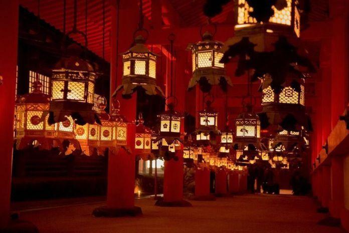 Más de 3.000 faroles encendidos en el santuario Kasuga Taisha de Nara durante el festival Setsubun Mantoro