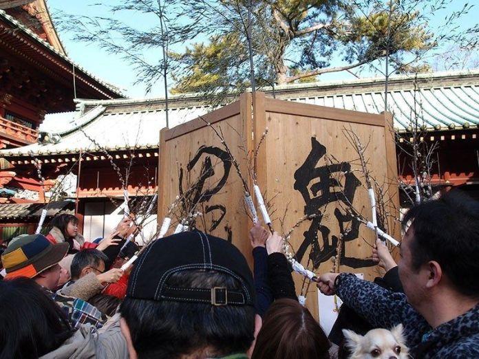 """Festivales de Japón: Festival Setsubun en el Santuario Sengen de Shizuoka, con el ritual """"oniyarabo"""""""