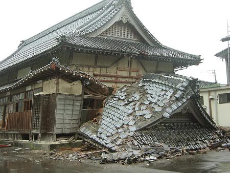 Devastadores efectos de los terremotos en Japón