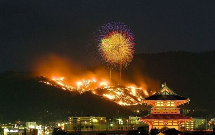 Festivales de Japón: el Yamayaki, un impresionante festival de fuego celebrado en las faldas del monte Wakakusa, en la ciudad de Nara