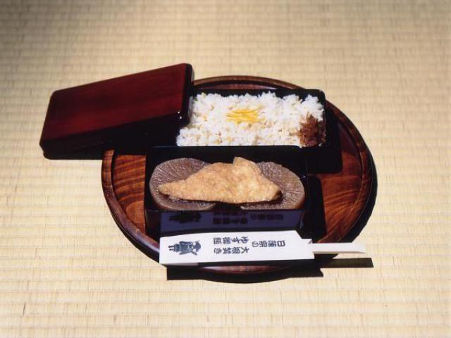 Festivales de Japón: el Yaku Otoshi No Daikondaki (厄落としの大根焚き) o Exorcismo del Rábano en eltemplo Sanpō-ji(三宝寺)al noroeste de Kioto.