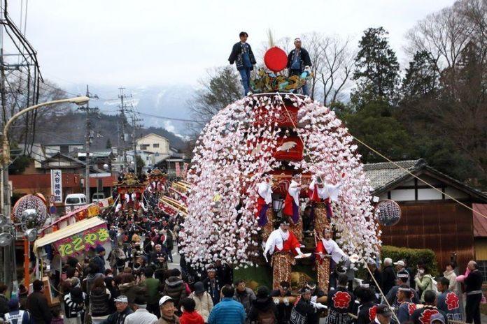 Carroza kasaboko en el espectacular festival de carrozas Yamada No Harumatsuri (山田の春祭り) o Festival de Primavera de Yamada en Chichibu (Saitama)