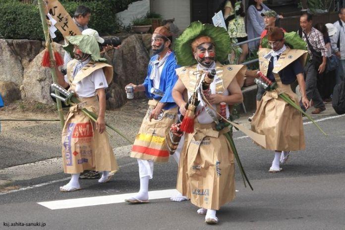 Festivales de Japón: el Hyoge Matsuri (ひょうげ祭り), un curioso festival celebrado en la ciudad deTakamatsu (Kagawa), en septiembre, para dar gracias por tener agua, y también para rezar por una rica cosecha.