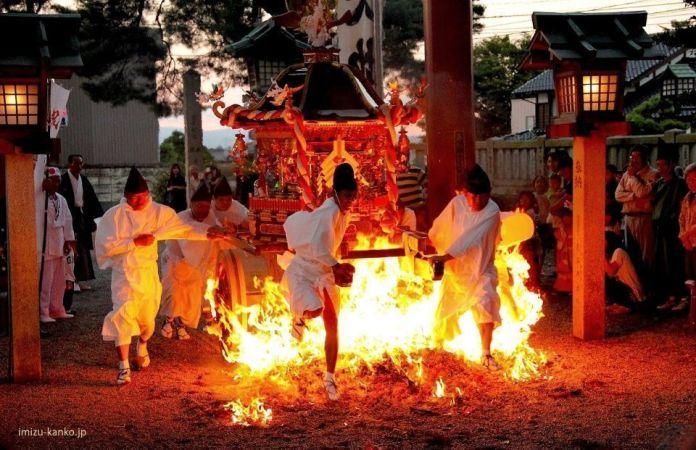 Festivales de Japón: Shūki Reitaisai, un gran festival de otoño celebrado en el Santuario de Kushida de la ciudad de Imizu, en la prefectura de Toyama, cada 10 de septiembre