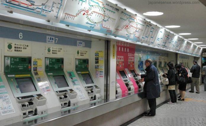 Máquinas expendedoras de billetes de metro. Estación de Shinjuku (Tokio, Japón)