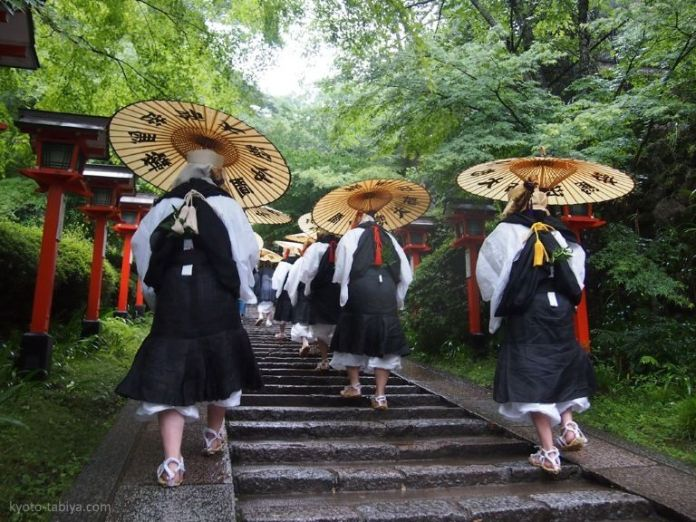 Festivales de Japón: el Takekiri Eshiki o ritual de corte del bambú en el templo Kuramadera (cerca de Kioto)