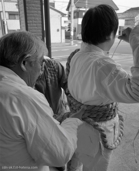 Noboriko preparándose. Festival Otō Matsuri (お燈まつり) o festival de las linterna. Santuario Kamikura de Shingu, una población situada en la ruta de peregrinación Kumano Kodo.
