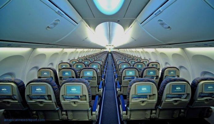 Cómo encontrar un vuelo barato a Japón. Interior de un avión de Emirates