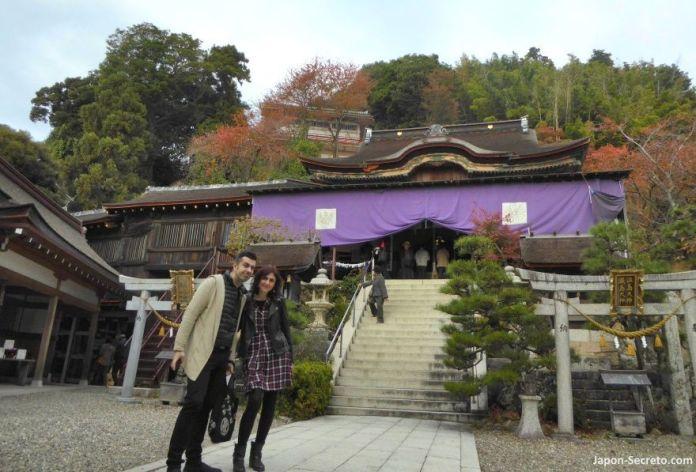 Excursiones desde Kioto: descubriendo la isla de Chikubu (Chikubushima). Santuario Tsukubusuma (都久夫須麻神社). Honden (本殿)