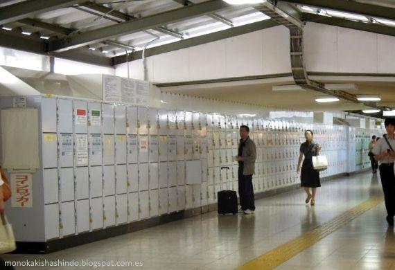 Viajar sin equipaje por Japón: Hilera de taquillas en una estación