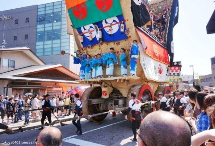 """Festivales de Japón: el Seihakusai es un festival celebrado en mayo en Nanao, unapequeña localidad de la prefectura de Ishikawa. Se caracteriza por sus enormes carrozas """"Dekayama"""", las más grandes de Japón, con hasta 20 toneladas de peso y 12 metros de altura."""